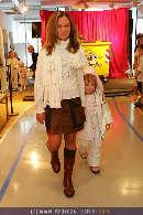 Kindermoden Show - Steffl - Do 24.08.2006 - 40