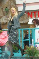 Paris Hilton - Lugner City - Do 15.02.2007 - 10