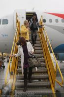 Katie Price - Flughafen Ankunft - Mi 10.02.2010 - 28