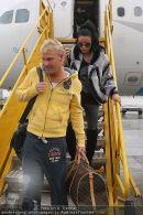 Katie Price - Flughafen Ankunft - Mi 10.02.2010 - 29