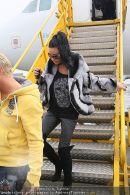 Katie Price - Flughafen Ankunft - Mi 10.02.2010 - 30