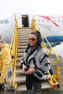 Katie Price - Flughafen Ankunft - Mi 10.02.2010 - 31