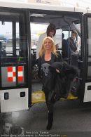 Katie Price - Flughafen Ankunft - Mi 10.02.2010 - 37