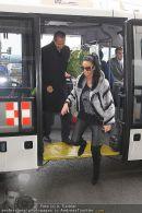 Katie Price - Flughafen Ankunft - Mi 10.02.2010 - 38
