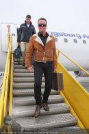 Katie Price - Flughafen Ankunft - Mi 10.02.2010 - 9