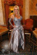 Katie Price Ballrobe - Hotel Imperial - Do 11.02.2010 - 13