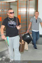 Menowin Ankunft - Flughafen - Mo 10.05.2010 - 15