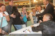 Menowin Autogrammstunde - Lugner City - Mo 10.05.2010 - 34