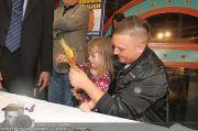 Menowin Autogrammstunde - Lugner City - Mo 10.05.2010 - 48