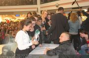 Menowin Autogrammstunde - Lugner City - Mo 10.05.2010 - 51