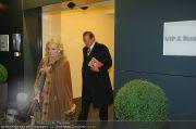 Roger Moore - Flughafen & Sacher - Fr 12.11.2010 - 11