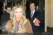 Roger Moore - Flughafen & Sacher - Fr 12.11.2010 - 13