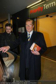 Roger Moore - Flughafen & Sacher - Fr 12.11.2010 - 14
