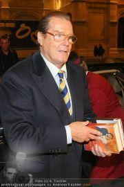 Roger Moore - Flughafen & Sacher - Fr 12.11.2010 - 16