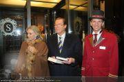 Roger Moore - Flughafen & Sacher - Fr 12.11.2010 - 17