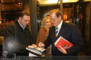 Roger Moore - Flughafen & Sacher - Fr 12.11.2010 - 19