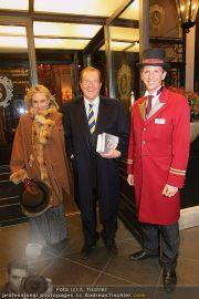Roger Moore - Flughafen & Sacher - Fr 12.11.2010 - 3