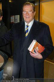 Roger Moore - Flughafen & Sacher - Fr 12.11.2010 - 5