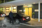 Roger Moore - Flughafen & Sacher - Fr 12.11.2010 - 6