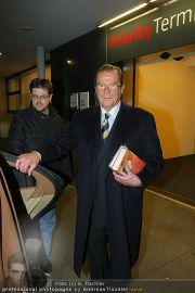 Roger Moore - Flughafen & Sacher - Fr 12.11.2010 - 7