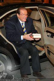 Roger Moore - Flughafen & Sacher - Fr 12.11.2010 - 9