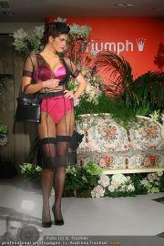 Modenschau - Triumph Store - Di 01.03.2011 - 40