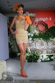Modenschau - Triumph Store - Di 01.03.2011 - 44
