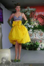 Modenschau - Triumph Store - Di 01.03.2011 - 47