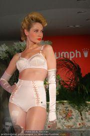 Modenschau - Triumph Store - Di 01.03.2011 - 57