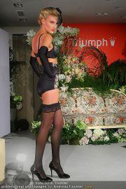 Modenschau - Triumph Store - Di 01.03.2011 - 61