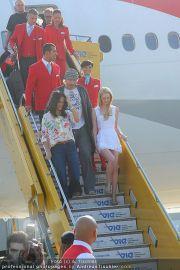 Ankunft Lifeball Flieger - Flughafen Schwechat - Fr 20.05.2011 - 16