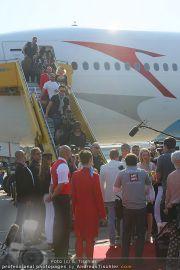 Ankunft Lifeball Flieger - Flughafen Schwechat - Fr 20.05.2011 - 18