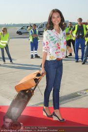 Ankunft Lifeball Flieger - Flughafen Schwechat - Fr 20.05.2011 - 38