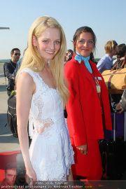 Ankunft Lifeball Flieger - Flughafen Schwechat - Fr 20.05.2011 - 8