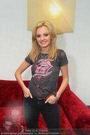 Alexandra Stan - Lugner City - Do 28.07.2011 - 17