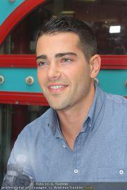 Jesse Metcalfe - Lugner City - Sa 20.08.2011 - 22