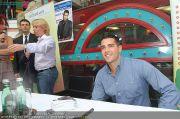 Jesse Metcalfe - Lugner City - Sa 20.08.2011 - 9