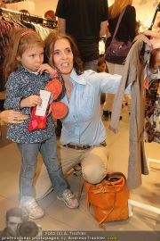 Unicef Charity - H&M - So 25.09.2011 - 26