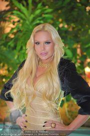 Queen of the World - Pyramide - Di 22.11.2011 - 41
