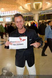 Ian Ziering Ankunft - Flughafen Wien - Fr 09.12.2011 - 9