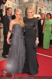 Romy Gala - Red Carpet - Hofburg - Sa 16.04.2011 - 13
