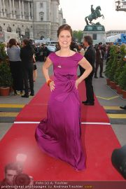 Romy Gala - Red Carpet - Hofburg - Sa 16.04.2011 - 27