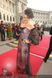 Romy Gala - Red Carpet - Hofburg - Sa 16.04.2011 - 40