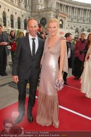 Romy Gala - Red Carpet - Hofburg - Sa 16.04.2011 - 41