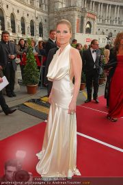 Romy Gala - Red Carpet - Hofburg - Sa 16.04.2011 - 42