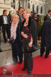 Romy Gala - Red Carpet - Hofburg - Sa 16.04.2011 - 43