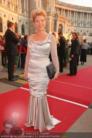 Romy Gala - Red Carpet - Hofburg - Sa 16.04.2011 - 60