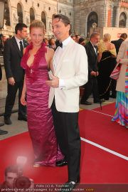 Romy Gala - Red Carpet - Hofburg - Sa 16.04.2011 - 61