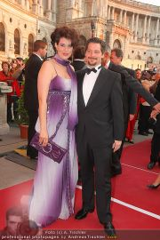 Romy Gala - Red Carpet - Hofburg - Sa 16.04.2011 - 65