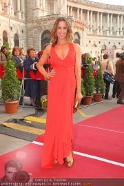 Romy Gala - Red Carpet - Hofburg - Sa 16.04.2011 - 66